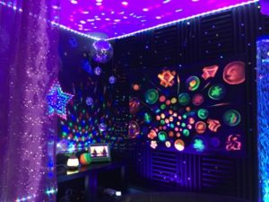 Add An Element Of Sophistication With A Back Club Themed Party